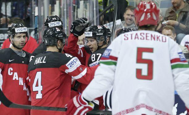 Kanada höyhensi Valko-Venäjän nopeasti.
