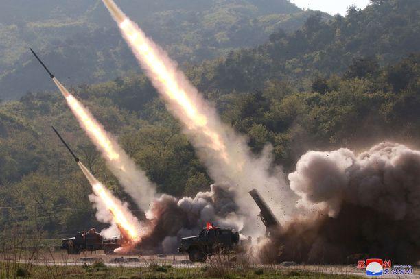 Pohjois-Korean julkaisema kuva ohjustesteistä, jotka maan uutistoimiston mukaan tehtiin 9.5.2019.