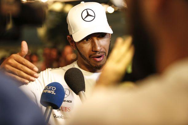 Lewis Hamilton siirtyi formulahommista suoraan moottoripyöräharrastuksen pariin.