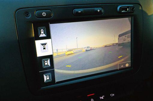 Neljää kameraa voi säätää kutakin erikseen.
