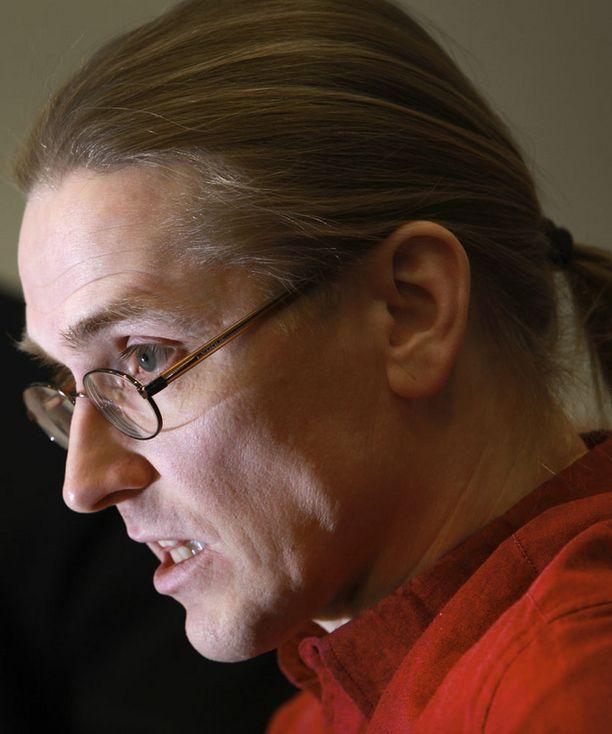 F-Securen tutkimusjohtaja Mikko Hyppösen mukaan tapaus on Suomen suurin henkilötietovuoto.