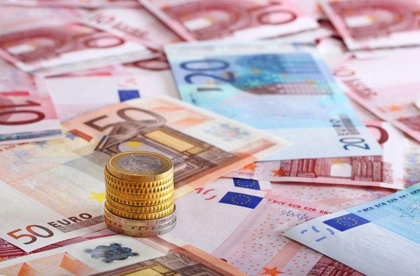 Suomi maksaa jatkossa EU:lle 5,9 miljardia euroa vuosina 2021 - 2027, kun aikaisemmalla seitsenvuotisella budjettikaudella Suomen maksama summa on ollut 5,3 miljardia euroa.