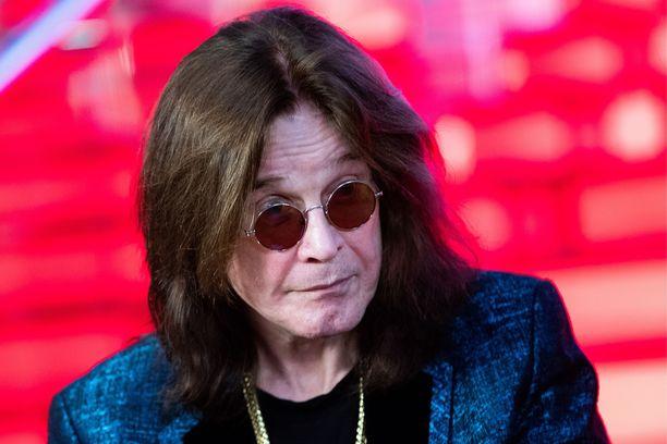 Ozzy Osbourne joutuu olemaan sairaalassa tarkkailtavana muutaman päivän.
