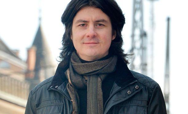 Kirjailija Antti Tuomainen menestyy.