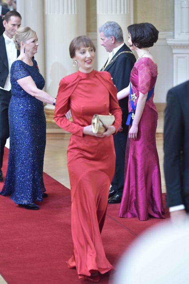 Kansanedustaja Eveliina Heinäluoman punainen puku oli yksi illan kauneimmista.