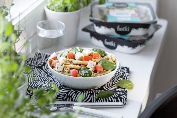 Kasviksia olisi hyvä lisätä jokaiselle aterialle. Asiantuntija suosittelee Karoa syömään joka aterialla yksi tai kaksi kourallista kasviksia.