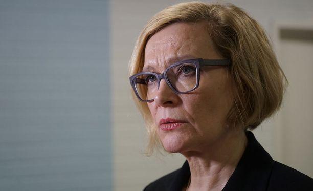 Sisäministeri Paula Risikko toivoo erityisesti kolmoissurman silminnäkijöiden ottavan apua vastaan.