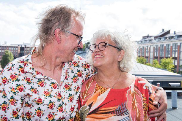 Tapani Kiminkinen ja Ulla-vaimo rakastuivat toisiinsa lukioikäisinä. Nyt yhteistä taivalta on yli 40 vuotta.