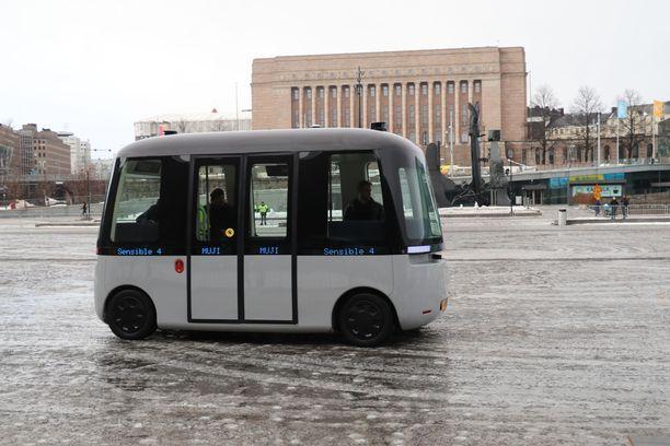 Sensible 4 yhdessä japanilaisen muotoiluyhtiön Mujin kanssa esitteli autonomisesti ajavaa Gacha-pikkubussiaan Helsingin keskustassa viime keväänä.