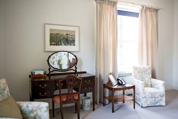 Talossa on useita vierashuoneita, joissa on yöpynyt myös kuninkaallisia. Ei ole tiedossa, yöpyikö prinssi William juuri tässä huoneessa.