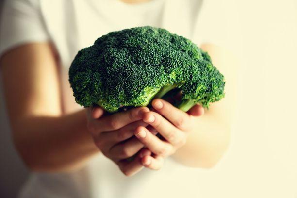 Parsakaali on helppo raaka-aine: siitä voi tehdä monenlaisia ruokia ja sitä voi syödä myös raakana.