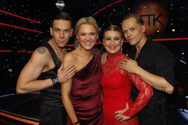 Tanssii tähtien kanssa -ohjelmasta tuli yllättäen kahden kauppa. Tähtioppilaista voiton vie joko Anna-Maija Tuokko parinsa Matti Puron tai Kirsi Alm-Siira Marko Keräsen kanssa.
