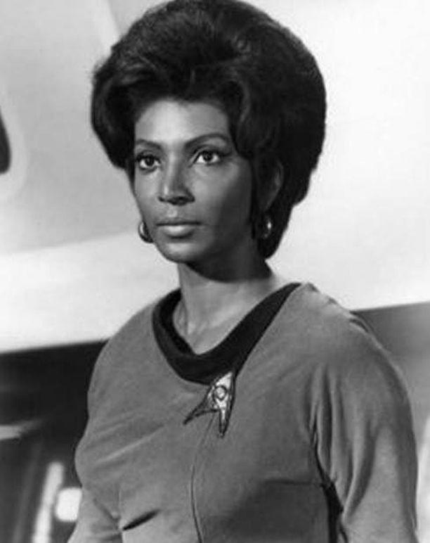 Nichelle Nichols esitti luutnantti Uhuraa.