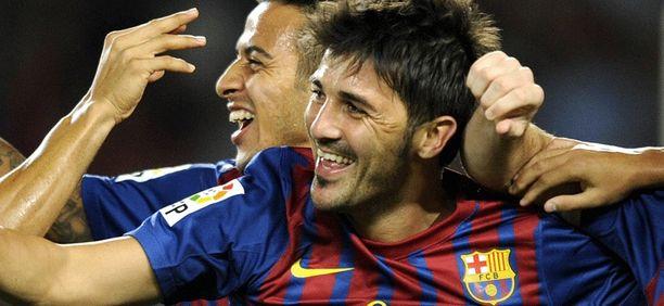 Jättävätkö he jäähyväiset Barcelonalle? David Villan takana naureskelee Thiago.