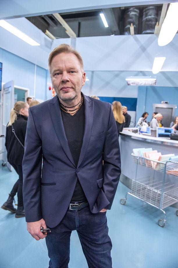 Taavi Vartia palaa Syke-sarjan ohjaajaksi uudella kaudella. Hänen ohjaamansa Sykkeen kolmas kausi voitti taannoin yleisön suosikin Venla-palkinnon.