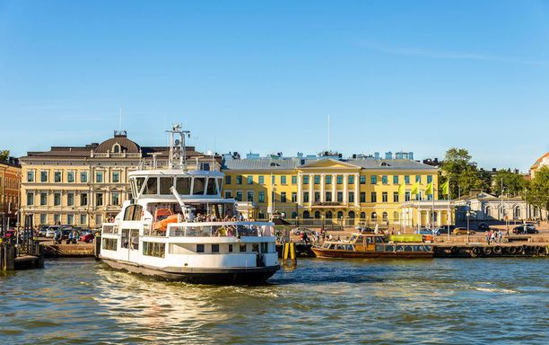 Helsingin merellisyydestä kannattaa nauttia. Esimerkiksi Suomenlinnaan ja Vallisaareen pääsee vaivattomasti Kauppatorilta.