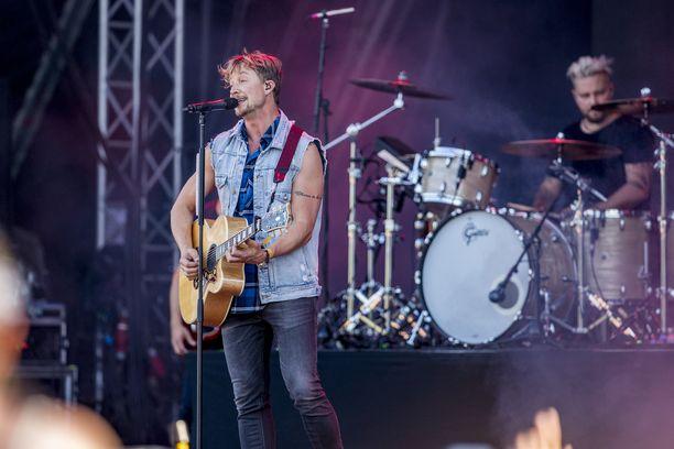 Sunrise Avenue esiintyi viime kesänä Ruisrockissa.