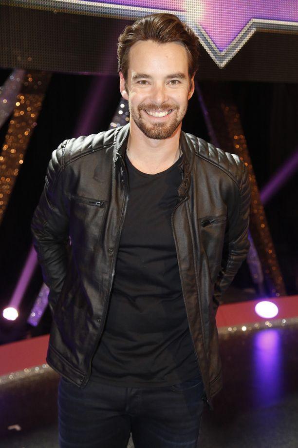 Mikko Leppilampi tuli tutuksi näyttelijänä, minkä jälkeen hän on juontanut muun muassa suosikkiohjelmaa Tanssii tähtien kanssa.