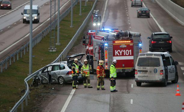 Tieliikenneonnettomuuksissa kuoli 258 ja loukkaantui vakavasti 460 ihmistä vuonna 2016.