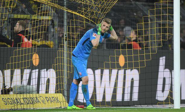 Ottelu Dortmundia vastaan päättyi Suomen maajoukkuemaalivahti Lukas Hradeckyn kannalta pettymykseen.
