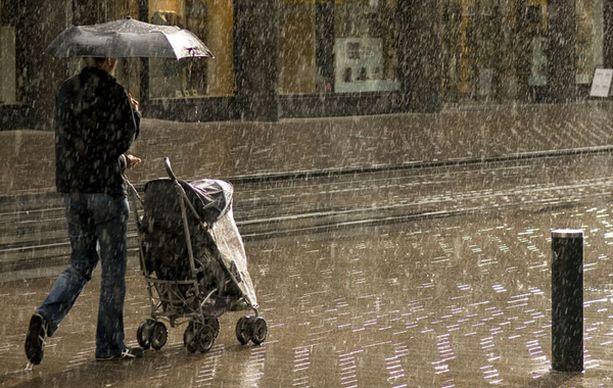 Talvellakin saattaa jatkossa joutua varustautumaan sateenvarjolla.