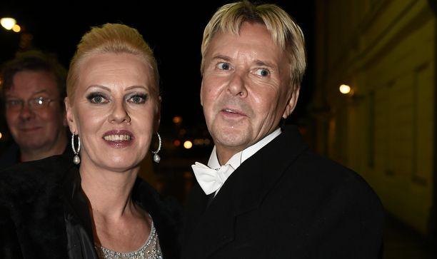 Pia Nykänen ja Matti Nykänen  edustivat Linnan juhlissa yhdessä vuonna 2015. He olivat menneet edellisenä vuonna naimisiin.
