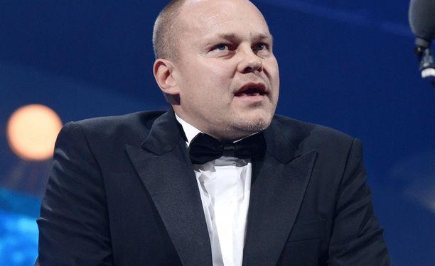 Mixu Paatelainen antaa Pekka Sihvolalle tilaisuuden.