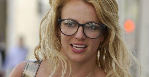 Britney Spears ryhdistäytyy ja löystyy vuorotellen.