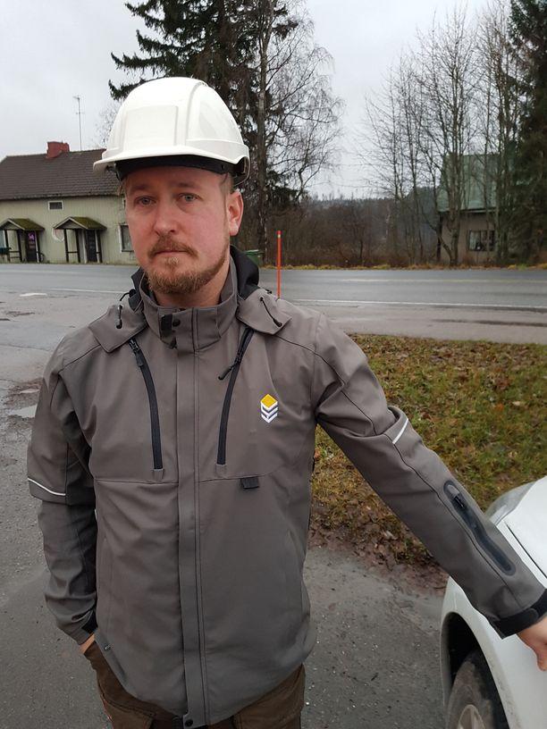 Tehtaanjohtaja Tommi Heinonen oli paikalla, kun tehtaan väki pakeni paloa.
