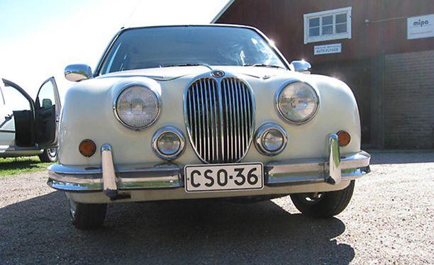 Mitsuoka Viewt imitoi vuoden -63 Jaguar Mark 2 -mallia.