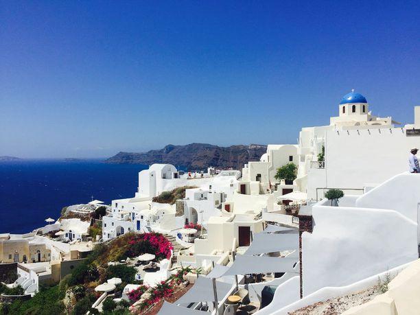 Santorini tunnetaan sinivalkoisista maisemistaan.