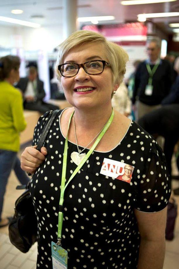 Kokenut joensuulainen Anu Vehviläinen, 51, on keskustan toinen naisministeri ja edustaa yhdessä Kimmo Tiilikaisen kanssa Itä-Suomea hallituksessa.