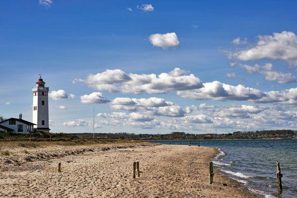 Saarelta löytyy myös kauniita hiekkarantoja.