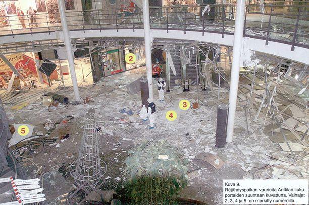 TRAGEDIA Myyrmannin pommi-iskussa kuoli räjäyttäjän lisäksi kuusi sivullista.