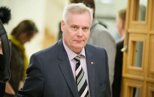 SDP:n puheenjohtaja Antti Rinne kosiskelee jo eläkeläisten ääniä.