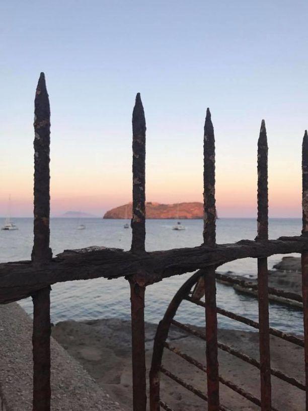 Santo Stefanon vankilasaari sijaitsee kivenheiton päässä Ventoteneltä.
