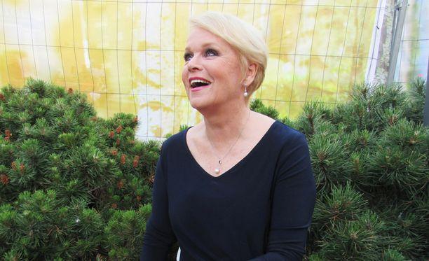 Kuullaakohan Linnassa Katri Helenalta klassikkokappale Katson sineen taivaan?