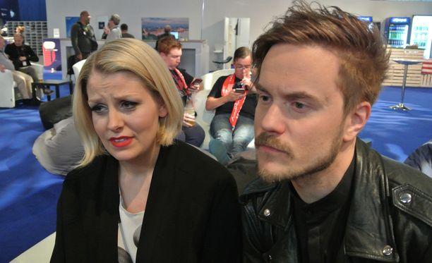 Norma Johnin Leena Tirronen ja Lasse Piirainen ottivat putoamisen tyynesit vastaan.