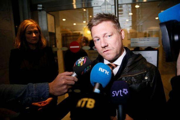 Norjan valtota oikeudenkäynnissä edustanut asianajaja Marius Emberland antoi lausunnon Oslossa eilen tuomion jälkeen.
