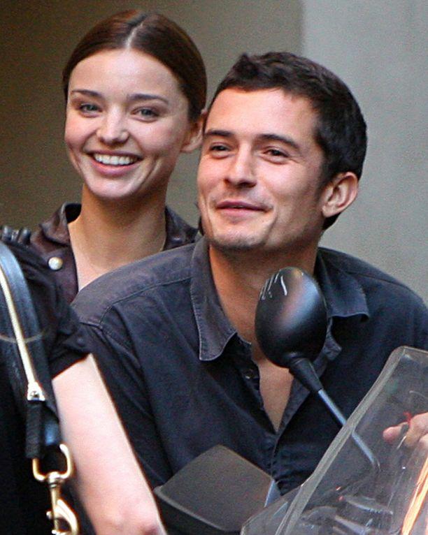 Pariskunta kihlautui 21. kesäkuuta 2010. Naimisiin he menivät kuukauden päästä 22. heinäkuuta.