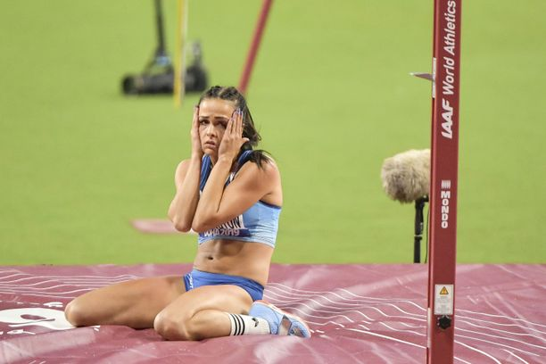 Maria Huntington kärsii rajuista vatsaoireista. Kyseessä on Suomen joukkueenjohtajan mukaan ruokamyrkytys.