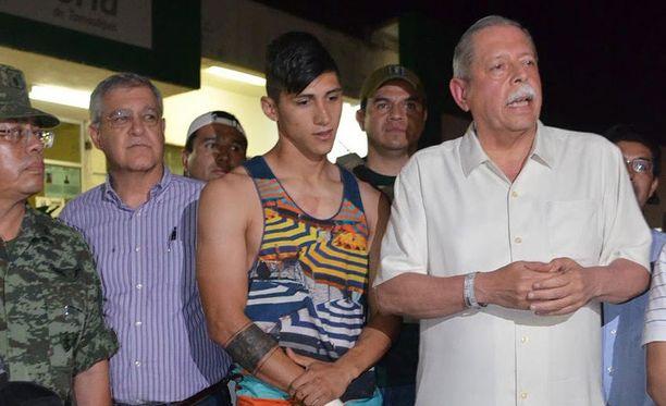 Alan Pulido (kuvassa keskellä) vapautettiin maanantaina, päivä kidnappauksen jälkeen.