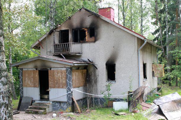 Talo tuhoutui palossa pahoin.