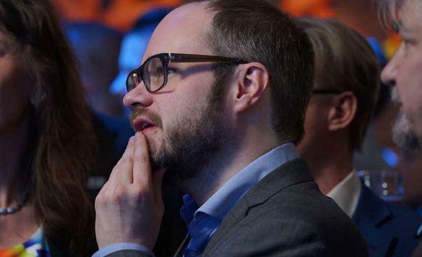 Toimittaja-juontaja Tuomas Enbuskea on kosiskeltu ehdokkaaksi useaan otteeseen.