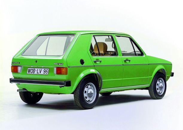 """Tehdas esitteli dieselmallin 1976. Diesel sai Suomessakin mainetta pihinä """"ihmedieselinä""""."""