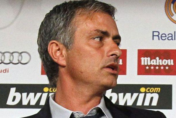 Jose Mourinho on sivussa vaihtopenkiltä vielä muutaman Mestarien liigan ottelun ajan.