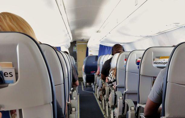Ilman kuivuus ja paine aiheuttavat matkustajille monenlaisia tuntemuksia lennon aikana.
