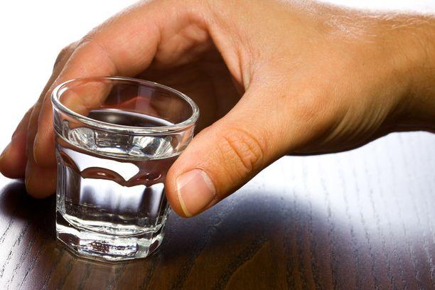 40-prosenttisella alkoholilla oli jonkin verran kykyä tappaa suussa olevia bakteereja, kun altistusaika oli vähintään minuutti.