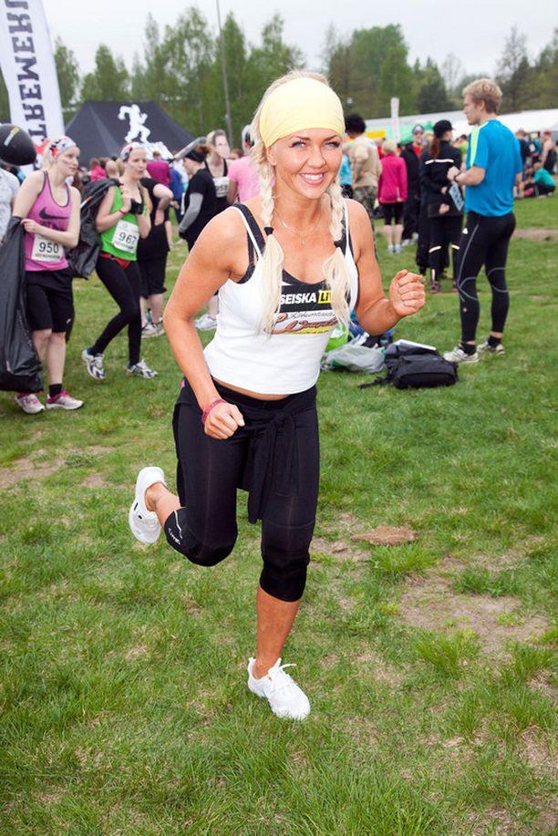 BB-voittaja Janica Kortman ryhtyy Piloxing-ohjaajaksi Kirkkonummella sijaitsevalla kuntosalilla.- Piloxing on yhdistelmä nyrkkeilyä, pilatesta ja tanssia, urheilullinen Janica kertoi.