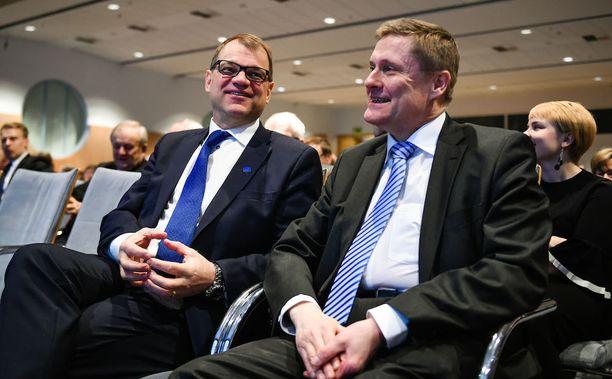 Pääministeri Juha Sipilä ja Veronmaksajien toimitusjohtaja Teemu Lehtinen.